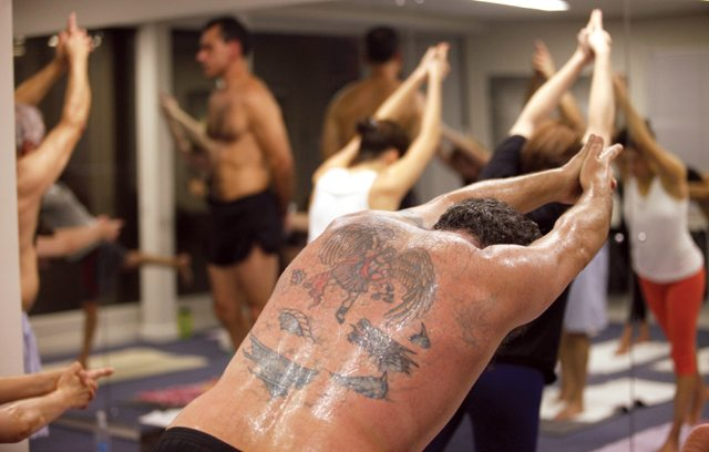 Conheça o hot yoga