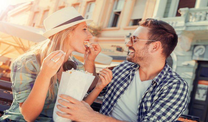 Casal sorrindo Dicas para viver mais