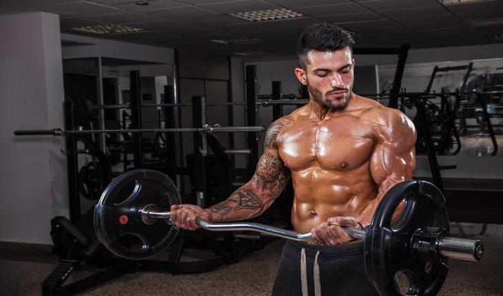 Homem fazendo musculação Dicas para viver mais