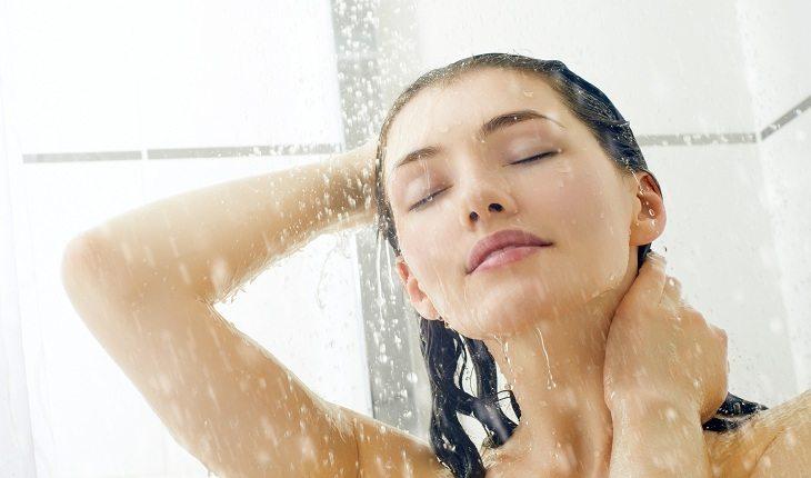 Cuidados na hora do banho que vão proteger a pele