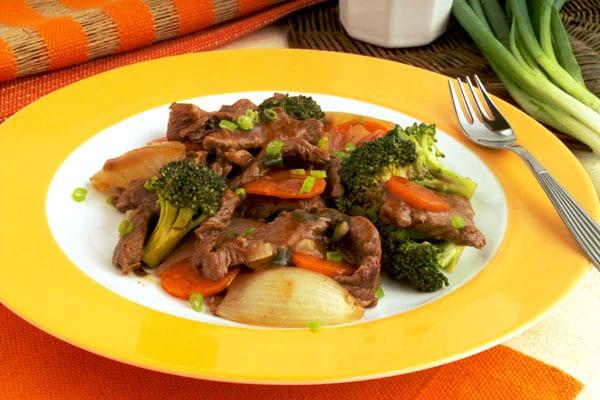 Refogado de carne com legumes e chá verde