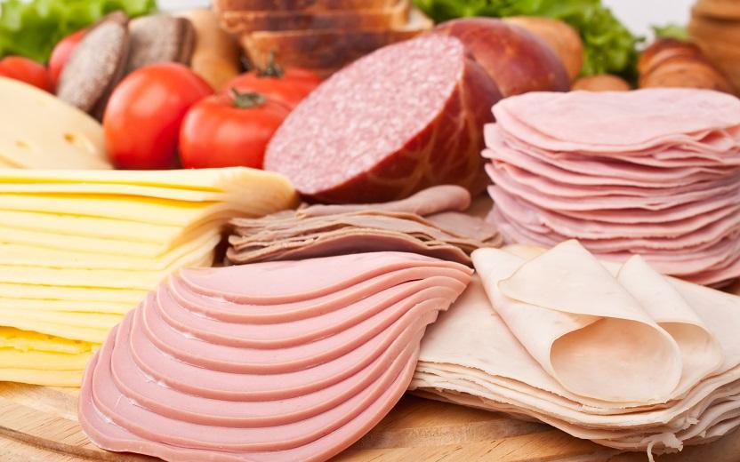 Os produtos embutidos são um dos alimentos que mais contém sal. Aprenda as verdades e mentiras sobre o sal