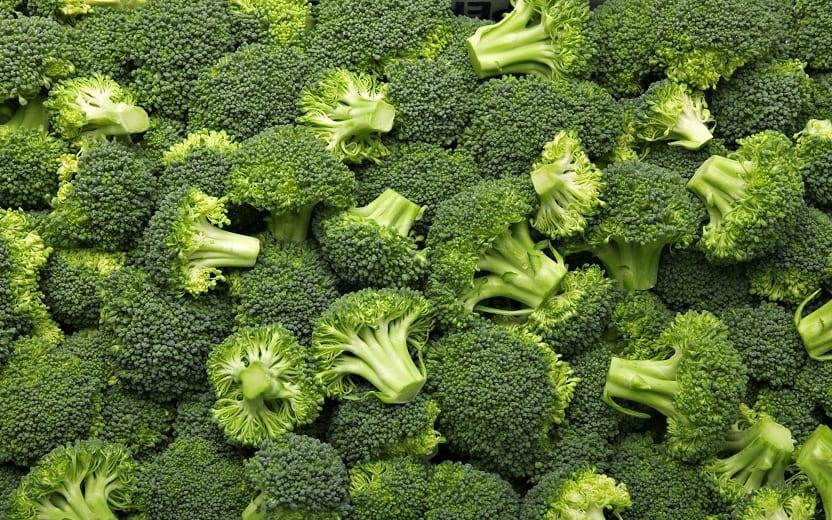 Brócolis é um dos nutrientes que causam os benefícios dos alimentos verdes