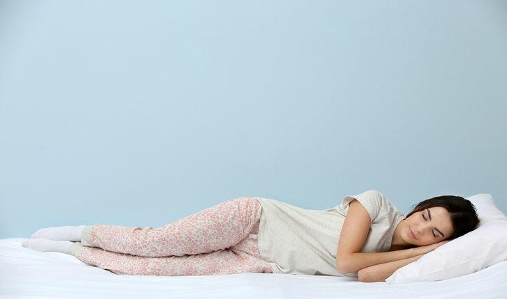 mulher dormindo dicas para-se preparar para uma prova