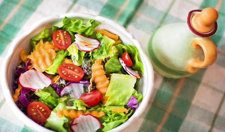 Prato de salada Férias