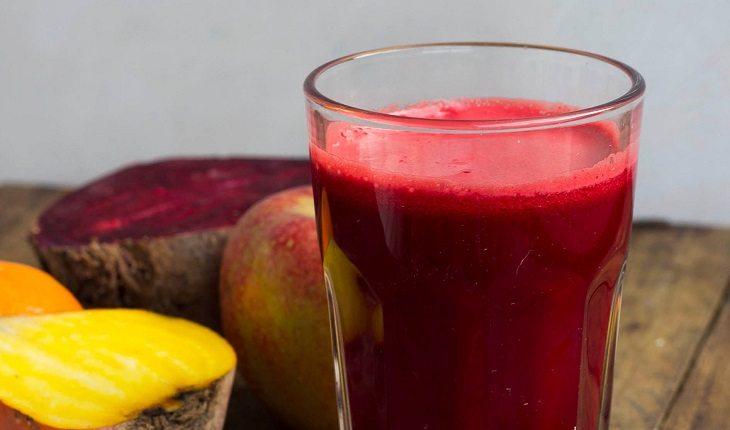 Sucos funcionais que combatem o inchaço: suco roxo antioxidante.