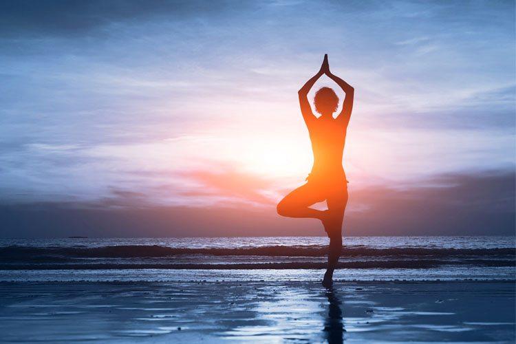 8 maneiras fáceis e rápidas para fazer ioga e relaxar