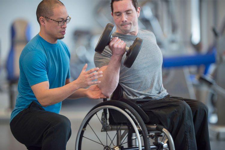 exercícios de musculação para cadeirantes