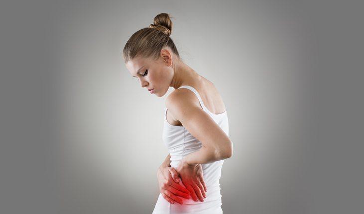 Mulher com dores nos rins perigos-dos-suplementos-alimentares-1-