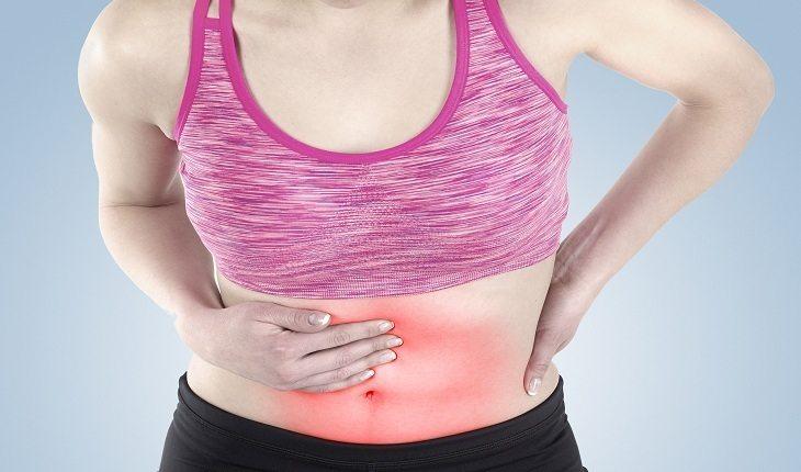 Mulher com dores perigos-dos-suplementos-alimentares