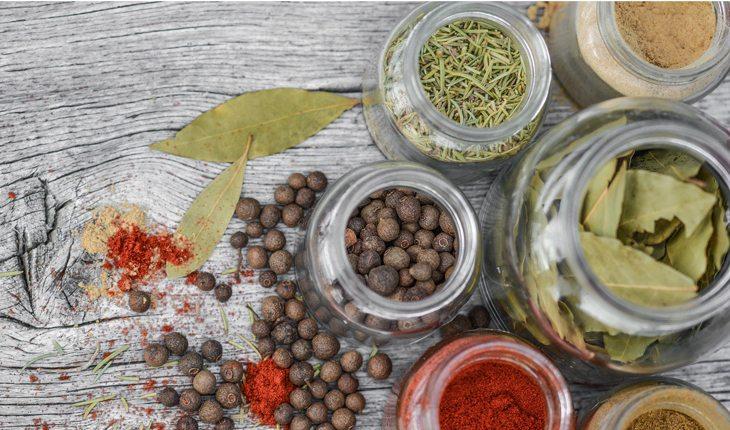 vidro de especiarias sal ou sódio