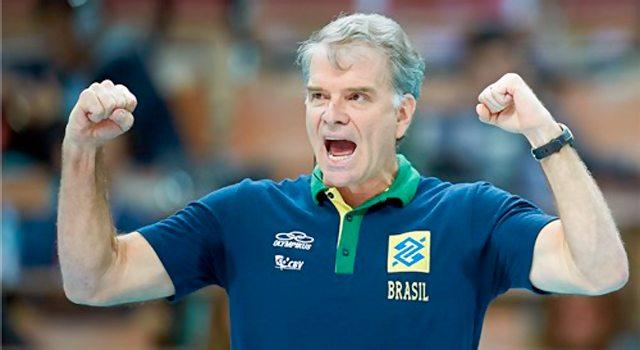Bernardinho comemora vitória da seleção de vôlei