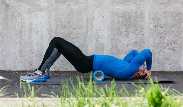 Liberação miofascial costas lombar foam roller