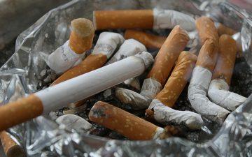 vários cigarros