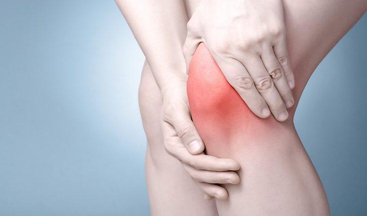 Imagem de joelho dolorido no inicio do projeto como correr cinco quilômetros