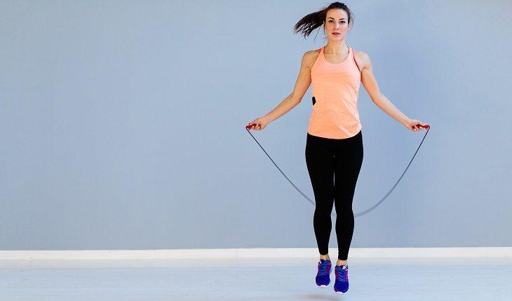 Pular corda: método simples e eficiente para emagrecer