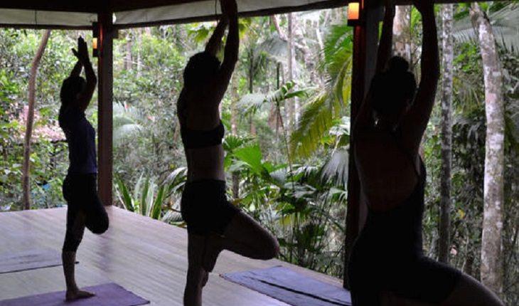 Entre os hostels para praticar yoga no Brasil está o Trindade Sea e Forest Hostel