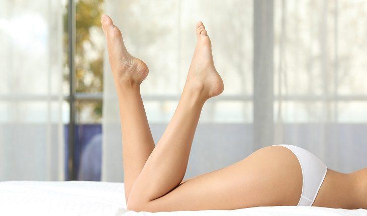 Benefícios de pular corda. COmbate celulite e osteoporose. Na foto, imagens de pernas saudáveis
