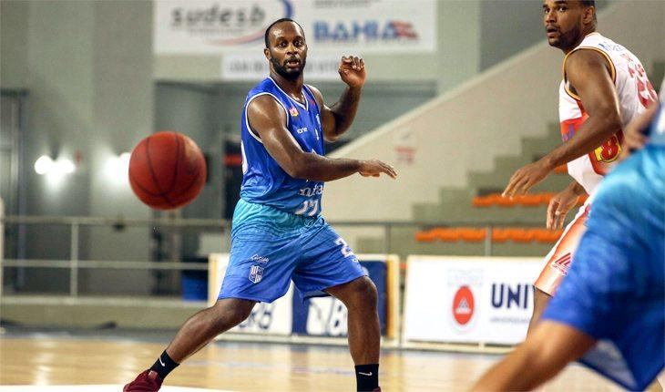 fundamentos do basquete: passe com uma mão