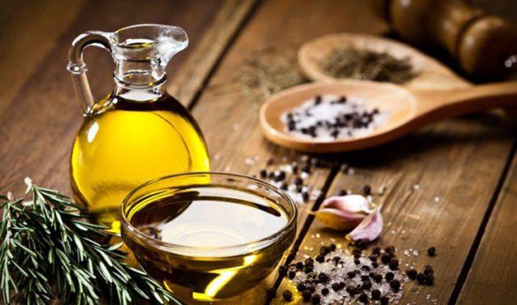 jarra com azeite de oliva