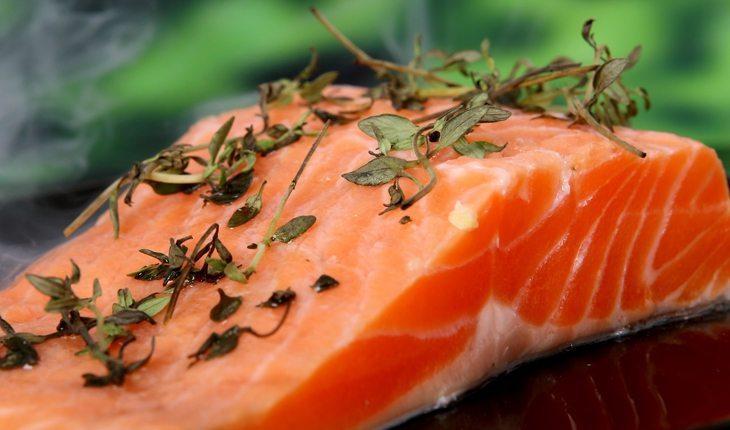 foto de uma fatia de salmão