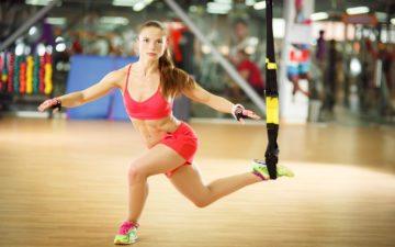 Mulher praticando CrossFit com faixar Benefícios do CrossFit