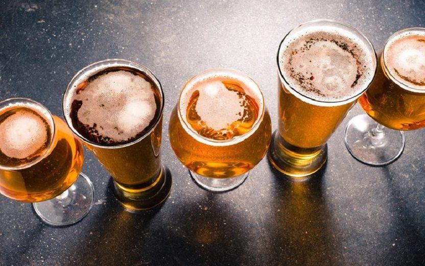 Copos de cerveja alimentos inflamatórios