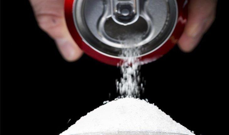 Lata de refrigerante alimentos inflamatóriosLata de refrigerante alimentos inflamatórios