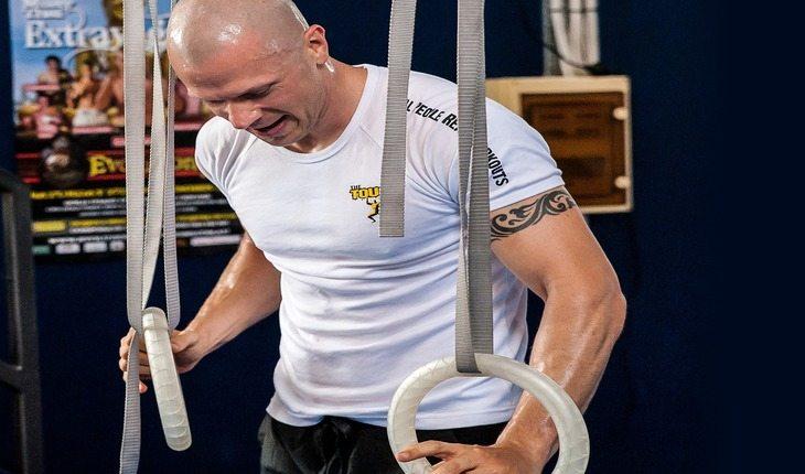 pessoa praticando CrossFit benefícios do CrossFit