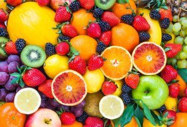 foto de diversas frutas cítricas, como laranja e kiwi