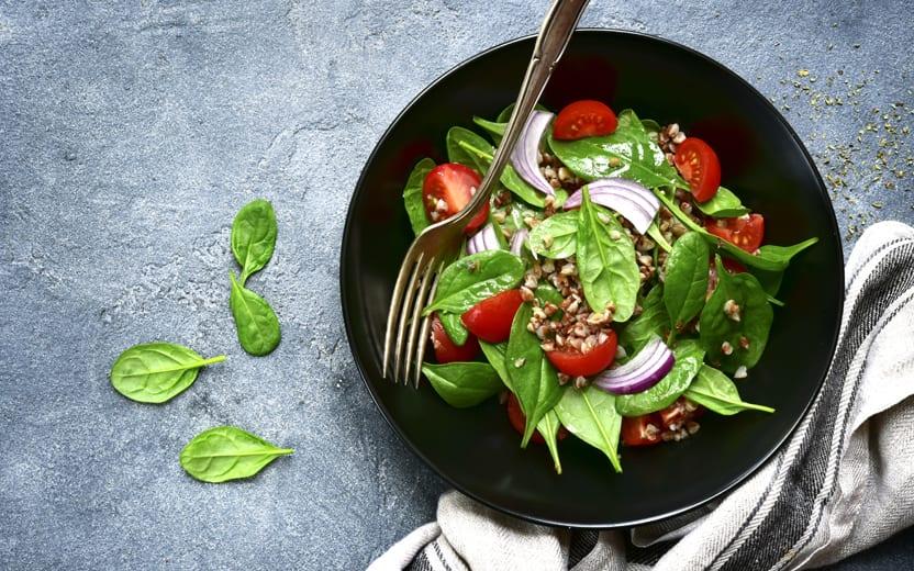 6 ingredientes detox essenciais no dia a dia para incluir no cardápio