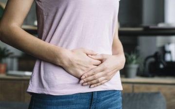 Descubra quais alimentos causam inchaço corporal