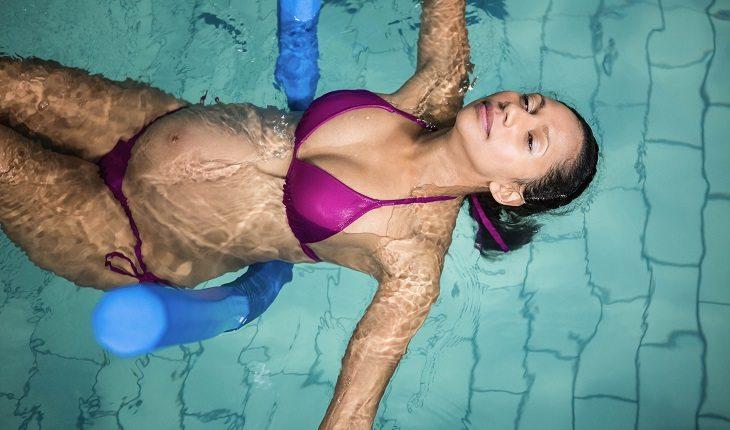 Atividades físicas durante a gravidez: natação