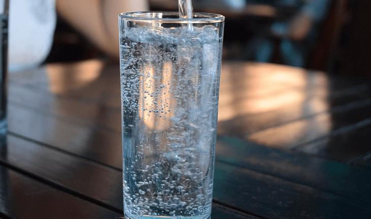 Alimentos que ajudam a desintoxicar: água