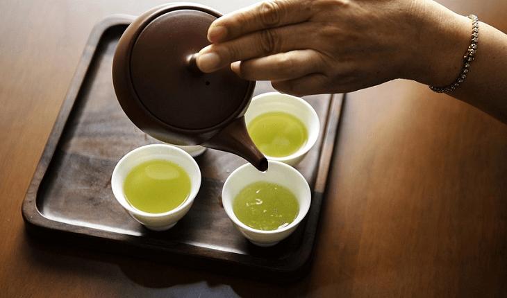 Alimentos que ajudam a desintoxicar: chá verde
