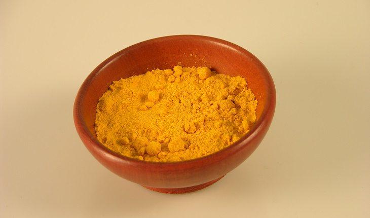 Especiarias: antioxidantes naturais. Na foto, um pote de açafrão