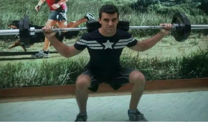 homem fazendo musculação exercícios de musculação