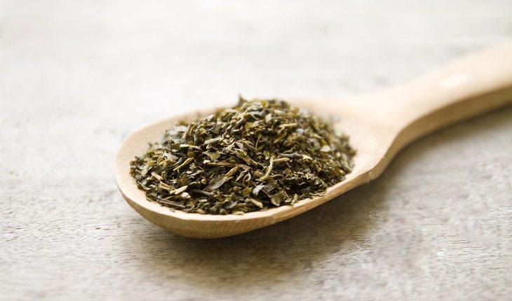 Especiarias: antioxidantes naturais. Na foto, uma colher cheia de orégano
