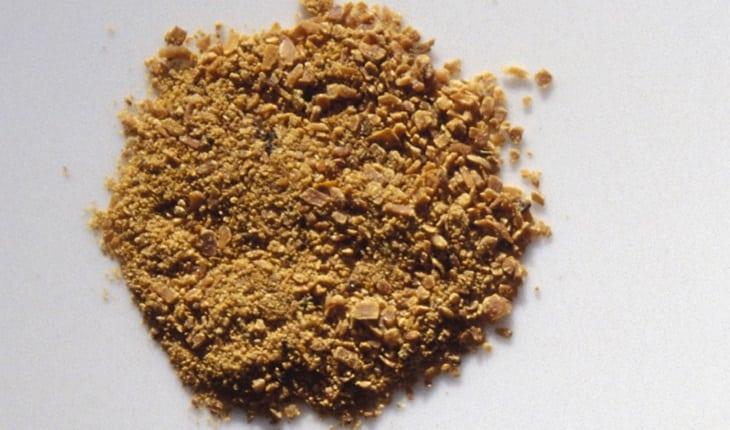 sementes de mostarda amassadas