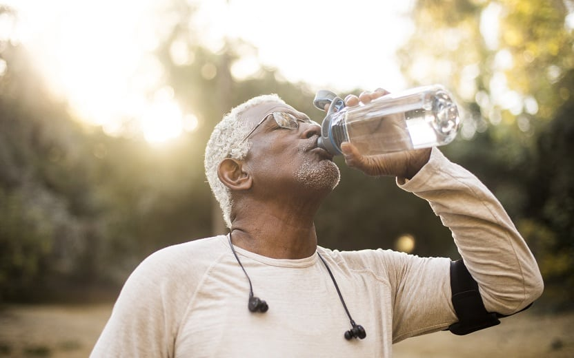 Água é o 'suplemento' ideal para quem corre até 1 hora