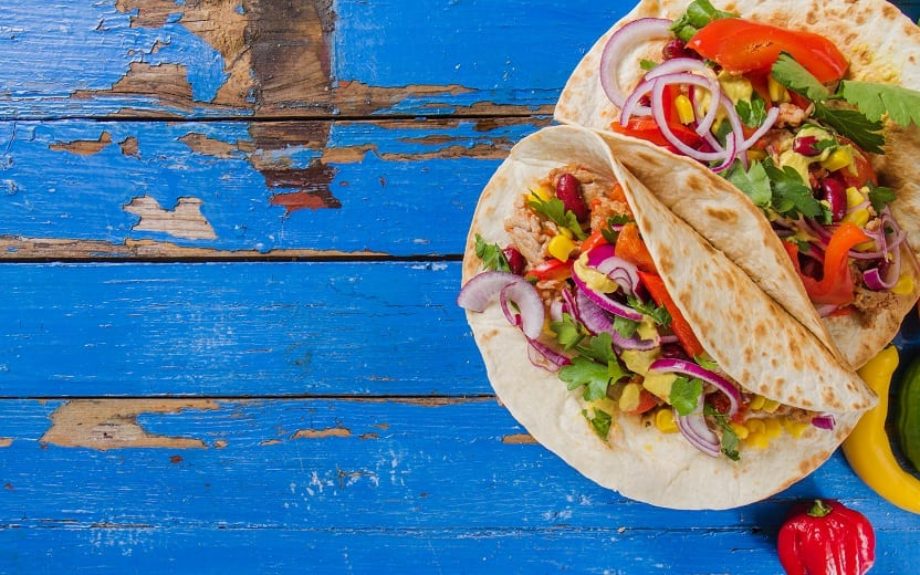 Burritos, alimentos low carb, dispostos em uma mesa