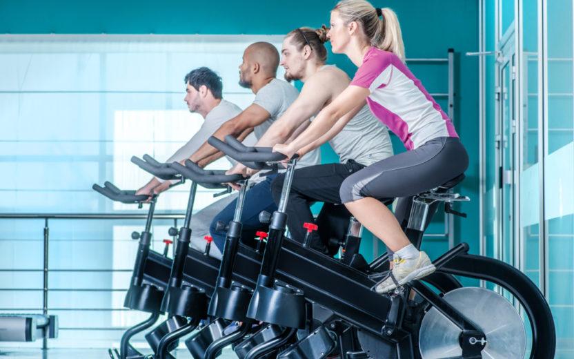 Os benefícios dos treinos de bike para quem quer correr mais rápido