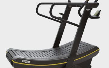 Esteira curva permite aprimorar a corrida com diferentes treinos