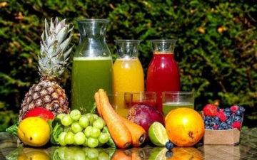 5 sucos para melhorar a hidratação nos dias mais quentes